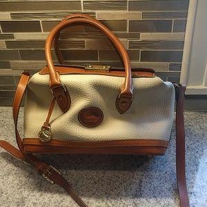 Dooney & Bourke cream doctor's bag with key